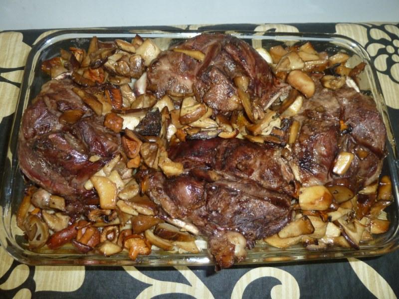 Galtes de porc amb barreja de bolets